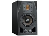 """Adam A3X   Adam A3X  Altifalante Bass Reflex de 2 Vias Ativo  Componentes: Woofer de fibra de carbono de 4,5 """"com tweeter de 25 WX-A.R.T  Faixa de freqüência 60 Hz - 50 kHz  Frequência de transição: 2,8 kHz  Pico SPL / par (1m): 106 dB  Controle de nível Entrada / Ganho: +14 dB a - infinito dB  Controle de nível Tweeter: +/- 4 dB  THD: 90dB / 1m> 100 Hz: <0,8%  Entradas analógicas: conector XLR / Cinch  Impedância de entrada: 10 kOhm  Dimensões (L x A x P): 150 x 252 x 185 mm  Peso: 4,6 kg  Uma unidade"""