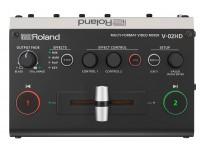 Roland V-02HD Video Switcher HD   Switcher, scaler, expander — com processamento de áudio e efeitos de vídeo  Normalmente, eventos ou produções apresentam desafios sérios que são facilmente resolvidos — se possuíres o equipamento certo. O versátil misturador de vídeo multi-formato V-02HD da Roland substitui várias unidades individuais; um simples switcher, scaler de alta-qualidade, expander de entrada, solução áudio e efeitos de vídeo inline / composição. Economiza espaço e evita dores de cabeça com o V-02HD; o dispositivo portátil e poderoso que te permite concentrar na produção do teu evento ou na gravação das tuas cenas, e não na resolução de problemas com o teu equipamento.