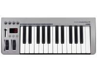 Teclados MIDI Controladores Acorn Masterkey 25   Teclado USB MIDI com 25 teclas com sensibilidade,  Pitch bend e modulation wheels (assignáveis)  1 fader assignável