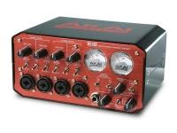 Akai EIE  Akai EIE - Um interface ideal para ligar todos os seus instrumentos ao PC / Mac , via USB.   44.1 kHz  16 bits  USB 1.1 (compatível com portas USB 1.1 e 2.0)  PC / MAC class-compliant  Grava 2 canais (stereo) para o PC/Mac  Plug & Play  4 entradas XLR/Jack (combo) c/ phantom power e controle de ganho  4 saídas jack para 2 saídas stereo de monição  2 VU clássicos  MIDI (din 5 pinos)  Saída p/ auscultadores