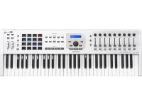 Arturia KeyLab MkII 61 White  Teclado Controlador MIDI/USB 61 teclas  9 faders e 9 knobs rotativos  16 RGB-backlit performance pads  Inclui Analog Lab Software com mais de 6500 Sons.