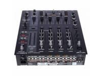 """Behringer DJX900 USB  Mesa de Mistura DJ - Behringer - 5 Canais - DJX900 USB  Crossfader óptico de 45 mm sem contato  Efeitos digitais de 24 bits com controle de parâmetro complexo  Interface USB integrada para gravação e reprodução de arquivos de música digital (adequado para PC e Mac)  2 contadores de BPM automáticos com exibição de sincronização de tempo e batida  3-Band kill EQ e exibição de nível preciso com """"função de espera de pico"""" por canal  Interruptor adicional de 3-way kill para separação de freqüência  Efeito surround surround XPQ ajustável  Fader controlado por VCA para uma melhor confiabilidade e operação sem ruído  Curva de crossfade ajustável para todos os estilos de mistura  Função de monitoração com controle de saldo mestre / sinalizador e opção de divisão  Função de conversação automática com controle separado de profundidade  Em elegante design preto  Dimensões (H x L x P): 107 x 320 x 370 mm  Peso: 3,7 kg"""