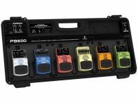 """Behringer Estojo Pedal Efeitos Pb600-Eu  Estojo Pedal Efeitos Pb600-Eu  estojo para pedais de efeitos com fonte de alimentação integrada; ultracompacto e leve; transporte de até seis pedais de efeitos; adaptador de energia de 1,7 A incluído; plástico ultra-rígido; preenchimento de espuma confortável; cabos de ¼"""" e seis cabos daisy-chain incluídos."""