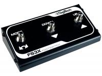 """Digitech FS 3X  Digitech FS 3X  Compatible con varios pedales Digitech, como: The Jimi Hendrix Experience, JamMan, Expression Factory entre otros.  El pedal FS3X tiene una funcionalidad increíble y permite al músico """"manos libres"""" para un fácil control de """"arriba / abajo"""", selección, cambios de """"modo"""", selección de """"bucle"""", """"inicio / parada"""" automático, y aún puede ser utilizado como un """"registro automático"""" cuando corresponda.  Compacto y altamente resistente, el FS3X es el compañero perfecto para su pedal Digitech.  Viene con cable de conexión original."""