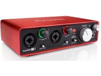 Focusrite Scarlett 2i2 2nd Gen   Focusrite Scarlett 2i2 (2nd Gen), a nova interface audio/USB da Focusrite.  Interface de áudio com 2 entradas/2 saídas;  96 KHz, conversão de 24 bit;  2 pré-amplificadores de microfone da Focusrite;  Chassis monobloco de alumínio anodizado vermelho;