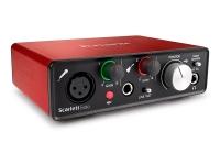 Focusrite Scarlett Solo 2nd Gen    Interface Audio / Placa de som Focusrite Scarlett Solo 2nd gen  Interface USB com 2 entradas e 2 saídas.  1 pré-amplificadores microfone 24 bit/192 kHz com phantom power  Saída de auscultadores e 2 saídas de linha  Dimensão: 4,4 x 14,4 x 11,9 cm  Peso: 0,43 kg.