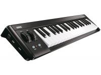 Korg microKEY 37 MkII   microKEY é um controlador USB compacto com um mini teclado sensível ao toque, aclamado em instrumentos como a MicroKORG XL e microARRANGER. Além do modelo de 37 teclas existente, existe agora em disponibilidade as versões em 25 e 61 teclas proporcionando espaço suficiente para se tocar com ambas as mãos.    O microKEY é o teclado USB MIDI ideal para o músico que quer montar um sistema de produção musical prático e compacto.