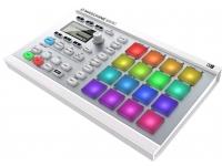 Native Instruments Maschine Mikro MK2 White    Native Instruments MASCHINE Mikro Mk2 White  Controlador; Hardware/Software  16 Pads multi-color sensíveis a toque  Step Sequencer. Gravação Polifónica  Inclui: Maschine 2 e Komplete Select