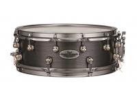 Pearl DC1450S/N Dennis Chambers    Dennis Chambers es considerado por muchos como uno de los bateristas más influyentes de todos los tiempos. Su nuevo tambor de la firma es un tributo único a su versatilidad.