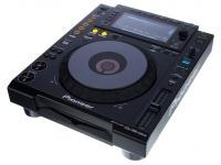Leitor de CD simples Pioneer CDJ-900NXS B-Stock  Deck DJ digital de nível profissional. Ecrã LCD full-colour, Beat Divide, quatro decks Beat Sync. Reprodução de misturas a partir de um smartphone.   Leitor CDs/USB  Ecrãn colorido  Placa de som 24bit / 48 kHz