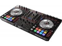 Pioneer DDJ-SX3   Pioneer DDJ-SX3 o melhor controlador DJ do mercado.  Sons vocais melhorados - Quer esteja a atuar com MC, cantores ou oradores convidados, 3 pessoas podem entreter o público em simultâneo através das 3 entradas Mic. Assegure um discurso cristalino com o EQ de 3 bandas, filtro de corte baixo, compressor e controlo de reverberação em cada um. Melhore os sons vocais com Sound Colour FX e Serato DJ Pro FX.  Portas USB duplas - Ligue 2 computadores em simultâneo para transições de DJ suaves, atuações consecutivas ou como um computador de backup em caso de falha do seu computador portátil.  Interface Profissional - Com um layout herdado dos nossos controladores Serato de referência, a utilização do DDJ-SX3 é familiar. Apresenta 4 entradas, liga-se a CDJ, gira-discos analógicos e usa uma mesa de mistura DJ independente. Ligue várias colunas através do XLR e do RCA Master Out e do terminal TRS jack Booth Out.  Painéis Táteis de actuação - Use os grandes painéis táteis de atuação multicoloridos para ativar instantaneamente 11 funcionalidades Serato DJ Pro. Assista à mudança das suas cores e da iluminação que mostra o modo Pad selecionado e o estado de reprodução.  Jog Wheels de baixa latência - Reduzimos a latência dos jog wheels para um scratching ainda mais suave do que o seu antecessor. Otimizado para uma resposta de scratching perfeita, os marcadores de cue point iluminados com contagem regressiva de cue asseguram-lhe um controlo sem esforço e sem ter de olhar para o ecrã do seu computador portátil.  Conjuntos de expansão ativados - Os conjuntos de expansão Pitch 'n Time DJ e Serato Flip estão incluídos. Use funcionalidades avançadas como Key Shift, Key Sync, Flip, Pitch Play e muito mais para misturar faixas com simplicidade.  Sound Color FX - Adicione textura e sons únicos às suas misturas usando os populares Filter, Echo, Jet e Noise FX da série de mesas de mistura DJM.  Slip Mode - Mantenha as faixas em reprodução silenciadas durante edições ao vivo