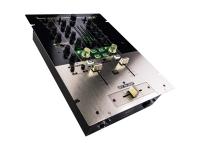 Reloop KUT  Console de mistura digital de 2 canais com mistura de arranhões - Misturador de arranjo digital de 2 canais  Desenvolvido para Scractors  Innofafer crossfader sem contato  Curvas de cross-fader e line-fader ajustáveis  Função reversa do fader cruzado  Equalizador de três bandas com modos Switcher Classic e Isolator  Seção Dynamic FX com 7 efeitos combinados: fase, flange, ruído branco, filtro LPF, filtro HPF, portão, esmagamento, etc.  LED verde para sinal de feedback direto da seção dinâmica FX  Interface de áudio USB 2.0 com 8 entradas e 6 saídas, resolução 24 bits / 96 Khz  Gravação de sinais recebidos (phono / line / master) da interface USB para um PC / Mac  Selecionando a fonte de gravação USB por meio de um interruptor  Compatível com DVS  Acabamento: preto e ouro metálico (painel superior), alumínio escovado (painel inferior)  Fader Start através do cabo de controle de 3,5 mm  Entradas: 4 x phono RCA, 4 x linha RCA  Porta USB 2.0  Saídas: Mestre 2 x XLR (equilibrado), 2 x RCA (desequilibrado)  Produção da cabine em 2 RCA desequilibrados  Duas saídas de fone de ouvido em tomadas de 3,5 e 6,3 mm  Aux Entrada / Microfone na tomada Combo (XLR / Jack)  Resposta de frequência: 20 Hz - 20 kHz  Gama de equalização a 70 Hz, 1 kHz, 13 kHz: -25 dB / + 12 dB  Intervalo de microequivalência a 100 Hz, 10 kHz: -12 dB / + 12 dB  Segurança de Kensington  Dimensões: 355 x 254 x 104 mm  Peso: 4 Kg  Google Traduction pour les entreprises :Google Kit du traducteurGadget Traduction