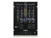 Reloop RMX-33i  O Reloop RMX-33i é um mixer de DJ digital 3 + 1 estilo club com efeitos Instant Sound Color incorporados.    O mixer compacto tem a mesma qualidade de construção e som de alta qualidade, bem como a arquitetura de som digital já usada no carro-chefe do mixer RMX-80 Digital.