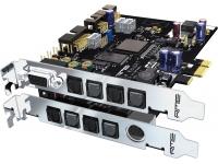 RME HDSPe RayDAT  Tarjeta ADAT / AES PCI Express de 72 canales HDSPe RayDAT es una herramienta multicanal, multiformato y multitarea de calidad profesional superior, la solución ideal desde la captura hasta la masterización final. Gracias al hardware separado y los canales adicionales de grabación / reproducción, SPDIF (RCA) y AES / EBU (XLR) se pueden usar simultáneamente por primera vez. RayDAT ofrece no menos de 4 x E / S ADAT (óptica), E / S SPDIF y E / S AES / EBU. No menos de 36 canales de entrada y salida cada uno.  Dos MIDI I / Os y TotalMix, el inigualable mezclador en tiempo real basado en DSP con medidores de nivel calculados por hardware y control remoto MIDI completo completan el paquete. Por supuesto, HDSPe RayDAT también admite el uso del TCO opcional para la sincronización del código de tiempo (LTC / video).  Las entradas y salidas internas de ADAT permiten la conexión de hasta dos TEB opcionales (tarjeta de expansión TDIF). Se pueden conectar hasta dos TDIF directamente a la computadora. Puertos disponibles.  HDSPe RayDAT es la versión rediseñada de PCI Express de la variante PCI anterior. Un núcleo PCI Express completamente nuevo admite el rendimiento completo de la tecnología actual de bus serie súper rápida. Basado en el propio desarrollo FPGA de RME, la opción Secure Flash de la tarjeta permite futuras actualizaciones, incluso en futuras funciones de hardware y software.