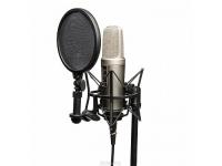 Rode NT2-A Studio Solution Set   Rode NT2-A Studio Solution Set   Microfone NT2-A    Conjunto suspensão + pop-filter (modelo SM6)    Capa protectora    Cabo de XLR de microfone    DVD com dicas técnicas sobre como melhor gravar, captar, misturar, etc    Característica comutável (omnidirecional, figura 8, cardióide)    Filtro de corte baixo de 3 vias (plano, 40 Hz, 80 Hz) e interruptor de bloco de 3 vias (plano, -5 dB, -10dB)    Faixa de freqüência: 20 Hz - 20 kHz    Max. SPL: 147 dB    Potência fantasma de 48V    Dimensões (A x L x P): 209 x 55 x 55 mm    Peso: 860 g