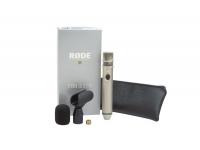 Rode NT3    O Rode NT3 é um microfone com uma robustez e sensibilidade capaz de envergonhar muitos microfones que custam o dobro do preço.    Possui botão de ON/OFF para evitar gastos de bateria quando não se encontra em utilização e um LED indicador do estado da bateria.    Inclui bolsa, adaptador de tripé e escudo de vento (windshield).    Pico SPL: 140 dB    Sensibilidade: 12 mV    Ruído Inerente: 16 dBA    Operado com phantom power de 48 V ou bateria de 9V (não incluída)    Interruptor de ligar / desligar com LED de estado da bateria    Tipo de endereço: frente    Caixa fundida em metal niquelado acetinado    Pára-brisas robusto    Proteção eficaz contra interferência de RF    Para gravação ao ar livre e uso de palco    Ideal para gravação de coro, orquestra de metais e outros instrumentos acústicos    Graças à boa supressão de ruído transmitida pela estrutura, ele também pode ser usado como microfone de moderação    Comprimento: 20,6 cm    Diâmetro: 3,2 cm    Peso (sem bateria): 371 g