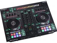 Roland DJ-505  O Roland DJ-505 é um controlador de Serato DJ de dois canais e quatro decks que combina as avançadas capacidades de performance do Serato DJ com os sons lendários e sequenciamento das máquinas de ritmo dos TR-808, TR-909, TR-606 e TR- 707. O DJ-505 oferece as ferramentas para ir além da mixagem de músicas, criando batidas e ritmos na hora para sincronizar com suas faixas de Serato DJ, possibilitando fazer transições únicas, remixes ao vivo, encorpar músicas consagradas ou criar suas próprias músicas.    Assim como o top de linha DJ-808 e compacto DJ-202, o DJ-505 é um instrumento poderoso e inspirador que garante flexibilidade incomparável para tocar, remixar e produzir, permitindo novas e excitantes possibilidades para sua performance musical. Com sua funcionalidade de mixer incorporada, tamanho compacto e o path de atualização para o Serato DVS, o DJ-505 é um controlador ideal para ser usado com toca-discos ou CD players.