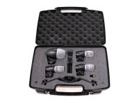 Shure PGDMK4-XLR 4 microfones  Conjunto de microfone bateria Shure PGDMK4-XLR 4 microfones   3 microfones PG56 para caixa/tom/surdo.  1 microfone PG52 para bumbo.  3 adaptadores A50D para fixação dos microfones PG56.  4 cabos XLR-XLR de 4,5m.  1 case para transporte.