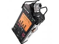 """Tascam DR-44WL Portable Recorder  Tascam DR-44WL Portable Recorder  Gravador digital portátil de 4 pistas com função WLAN  Grava até 24 bits / 96 kHz com WAV e MP3 simultaneamente  Grava no cartão SDHC- / microSD- / microSDHC- ou microSDXC  Suporta formatos: WAV / BWF / MP3  Entradas XLR / Jack com nível nominal de +4 dBu e phantom power de 48 V  Relógio interno (ideal para gravação de filmes)  Microfone condensador estéreo integrado com característica cardióide na configuração XY  Adequado para saídas de nível até 120 dB SPL  LCD gráfico com luz de fundo  Menu multilingue (inglês, alemão, francês, italiano, espanhol, japonês, chinês)  Alto-falante mono embutido  Função WLAN para monitoramento, controle de transporte, ajuste de nível e transferência de dados  Funções Overdub, Loop e ERI  Efeito hall integrado, filtro de corte baixo de quatro picos, função de redução automática de picos, limitador  Função de gravação automática, gravação atrasada  Velocidade e inclinação modificáveis  Metrônomo  Função de descodificação M-S para utilizar microfones M-S  Saída de fone de ouvido / linha 3,5 mm mini-jack estéreo  Com 1/4 """"parafuso de fixação do tripé  Alimentado por 2 pilhas AA ou a fonte de alimentação fornecida  Inclui cartão microSD de 4 GB, adaptador SD, adaptador para montagem em sapata, estojo, punho, proteção contra vento e cabo micro-USB"""