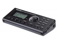 Tascam GB-10  Tascam GB-10  Entrenador / grabador portátil  Para guitarras y bajo  Reproducción de archivos MP3 y WAV  Grabación en formato WAV  Simulación de amplificador  Compresor integrado y multiefectos.  Cambio de tiempo de 50% a 150%  Cambia la clave sin afectar el tiempo  Reproducción en bucle  Función de flashback  Función de voz  Metrónomo incorporado  Registro automático  Función dividida  Ranura para tarjeta SD / SDHC  El pedal opcional RC-3F se puede conectar  Conector USB 2.0  Fuente de alimentación a través de batería, fuente de alimentación opcional o USB  Entrada de jack de instrumento de 6,3 mm  Salida combinada de línea / auriculares, miniconector estéreo de 3,5 mm  Pantalla LCD  Dimensiones: 158 x 30 x 70 mm.  Peso: 0,16 kg  Incl. 2 x tarjeta SD de GB y cable USB  Incl. parabrisas