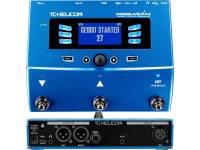 TC Helicon VoiceLive Play  Cadeia de sinal completa: Tone, Harmony, HardTune, Reverb, Double e mais  Entrada de jack estéreo de 3,5 mm para dispositivos externos (leitor de MP3, etc.)  USB interface para reproduzir e gravar com o computador  Compatível com o microfone TC MP-75 (não incluído)  EQ  Compressor  De-Esser  Correção do portão e do passo  2 vozes em harmonia natural e duas vozes para duplos  VLoop performance looper com desfazer / refazer  Microfones embutidos para detecção automática de passo, acompanhamento e treinamento  Mais de 200 frequências predefinidas  Função de exercício com exibição de lançamentos  Entrada de microfone XLR para microfones dinâmicos e condensadores  Saída estéreo: 2x XLR  Conector de fone de ouvido  porta USB  Dimensões: 45 x 200 x 200 mm  Peso: 0,95 kg  Incl. cabo USB