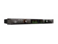 Universal Audio Apollo X8P Thunderbolt 3  Creado para proyectos con más micrófonos El Apollo x8p permite a los ingenieros de sonido, productores y estudios de diseño rastrear, sobregrabar y mezclar con nuevas conversiones A / D y D / A, procesamiento de plug-in HEXA Core UAD y monitoreo de sonido envolvente 7.1 *: todo en una elegante interfaz de audio Thunderbolt 3 para montaje en bastidor para Mac ** o PC.