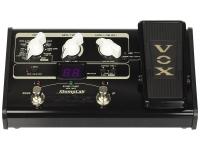 Vox StompLab IIG   Pedaleira Efeitos Guitarra Vox Stomplab IIG  Efeitos: Pedais (8 tipos); Amp (44 tipos); Drive (18 tipos); Cabinet (12 tipos); Modulação (9 tipos); Display (8 tipos); Reverb (3 tipos); Noise Reduction  Memória: 120 Programas (Utilizador - 20 + Preset - 100)  Alimentação: Pilhas (incluído)  Processador com efeitos de reverb (3), delay (8), modulação (9), dinâmicos (8) e noise reduction  Emulação de 44 amplificadores, 18 tipos de distorção e 12 colunas  120 programas (20 de utilizador e 100 de fábrica)  Afinador incorporado e pedal de expressão  Entrada para guitarra e saída para amplificador/auscultadores  Entrada para alimentador (opcional). Dimensão: 145 x 125 x 57mm. Peso: 590 g.