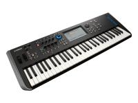 Yamaha MODX6   Para os amantes de sintetizadores que precisam de capacidades únicas de edição sonora, o MODX é um sintetizador com um motor sonoro FM-X completamente programável com 8 operadores. O MODX apresenta um nível elevado de programação, controlo e polifonia.