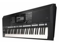 Yamaha PSR-S775  O PSR-S775 está equipado com um potente arsenal de características, funções avançadas de áudio e uma entrada de Mic/Guitarra.
