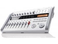 Zoom R16   ¡Grabe 8 pistas simultáneamente con 16 pistas de reproducción!  Captura audio en cualquier segmento, ya sea en presentaciones en vivo, baterías con múltiples micrófonos en ensayos y composiciones, incluso películas o videos de audio. La capacidad simultánea del R16 en 8 pistas facilita su profesionalismo. Reproducción de 16 pistas con formato WAV de 16/24 bits y promedio de muestreo de 44,1 kHz.