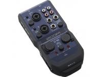 Zoom U-44 Handy Audio Interface   O U-44 é compacto, cabe na palma da mão e vem equipado com todas as características necessárias para uma gravação de 24-bit/96 kHz em qualquer lugar.